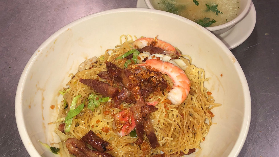 102. Egg Noodle Soup with Squid, Crab Meat & Seafood Served Dry with Soup