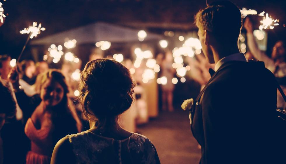 Mariage intime au coeur des Chateaux de la Loire dans notre gîte grande capacité .