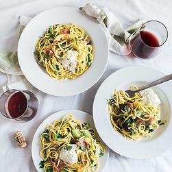スパゲッティとワイン