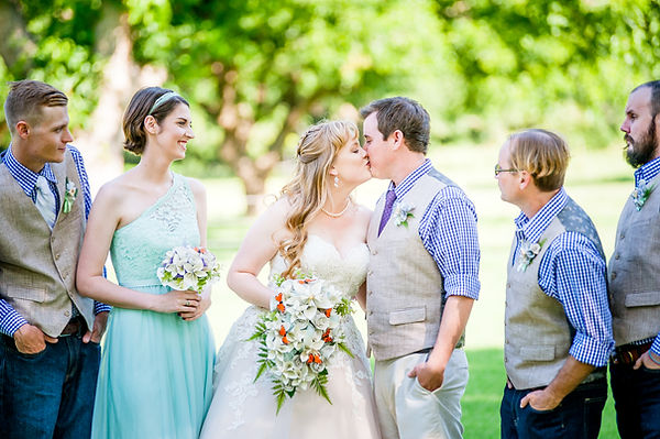 fort worth wedding photography couple kissing