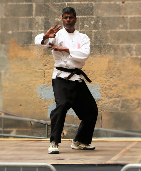 HISTORY OF OKINAWA KARATE  According to ancient Okinawan legend, Karate had its beginnings in India