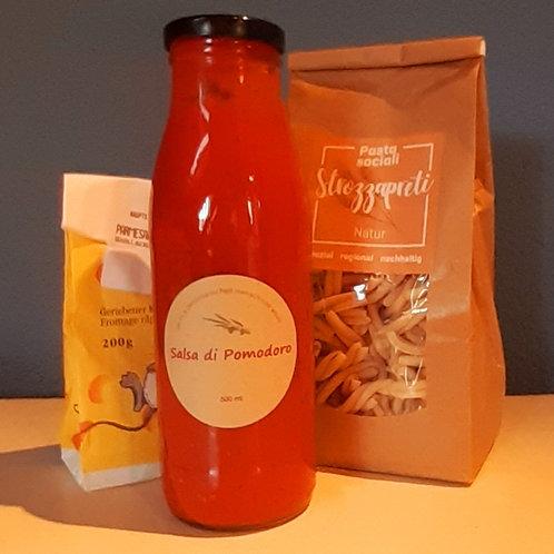 Strozzapretti mit Sugo di Pomodoro und Parmesan, 2-3 Portionen