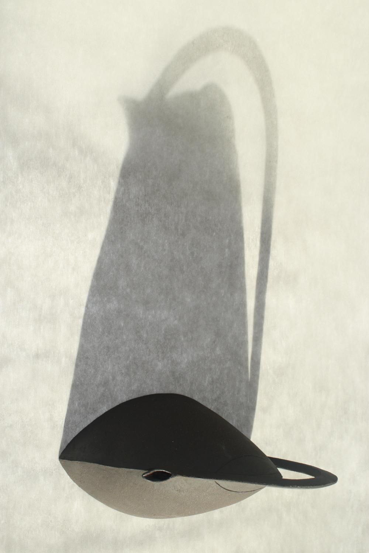 Théière Grès Noir Design Plate 1