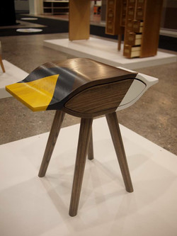 Table de chevet en frêne teint