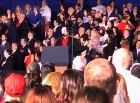 EDWARD MENA interpreta HIMNO DE EE.UU en Acto Presidencial en Miami invitado por La Casa Blanca.