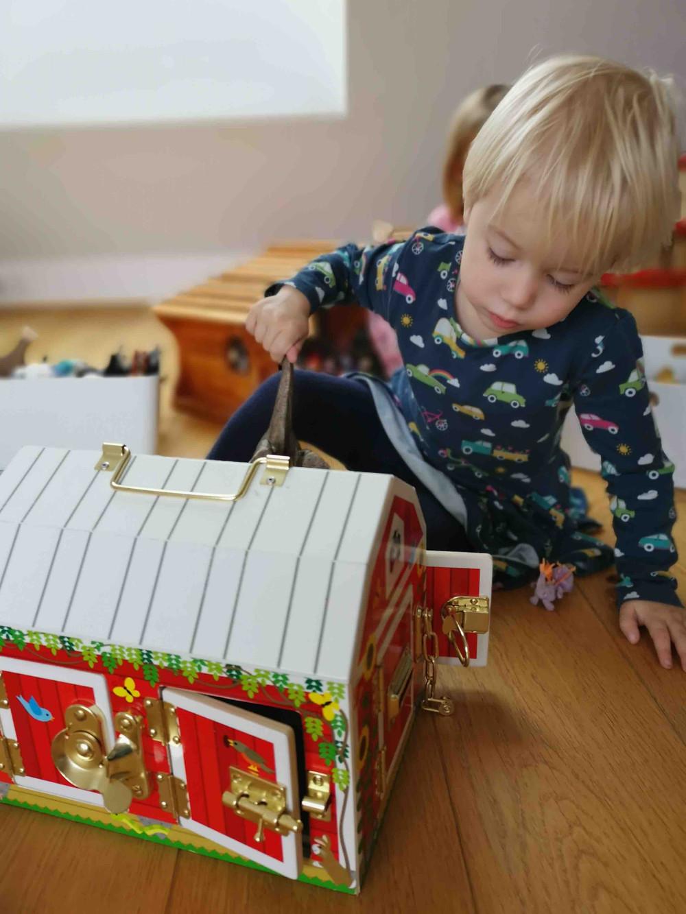 Geschenkideen Kleinkinder, Bauernhof, Stall, Small,but, katharina rührt, Activity-Board