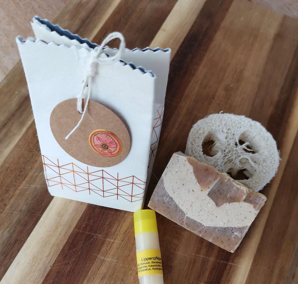 Geschenkverpackung aus Tetra-Pack für Weihnachtsgeschenke, katharina rührt