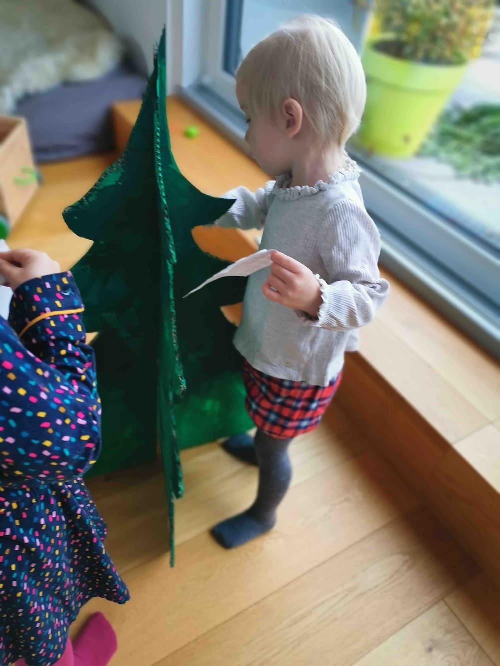 Kinder Weihnachtsbaum, basteln, Pappe, Tanne, katharina rührt