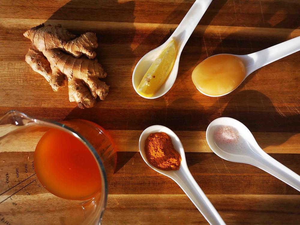 Golden-Honey-Oxymel, Katharina rührt