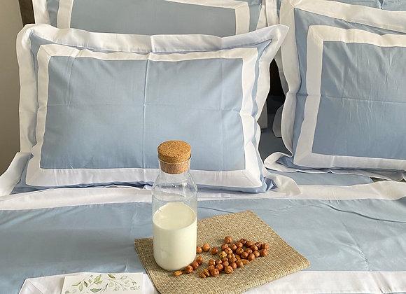 Однотонное постельное бельё-премиум с отделкой «рамка»