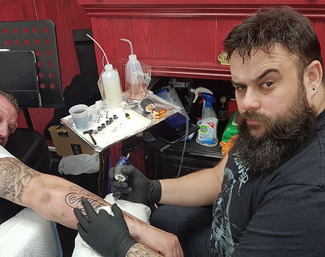 Rob Chillingworth Tattoo Artist tattooing a client