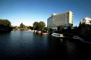 Hilton-hotel-Amsterdam-black-pearl-300x1