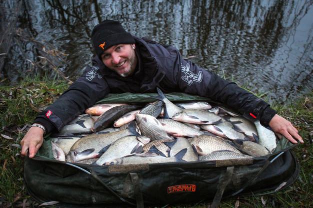 Téli keszegezés a Zoltán és Diana horgászparkban