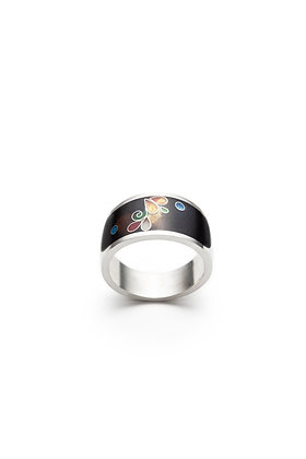 Band ring with floral design