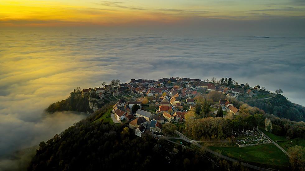 Chateau Chalon-mer de nuages.jpg