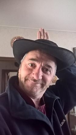 Gaby et son chapeau breton