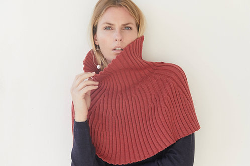 Short cape in 100% Merino wool