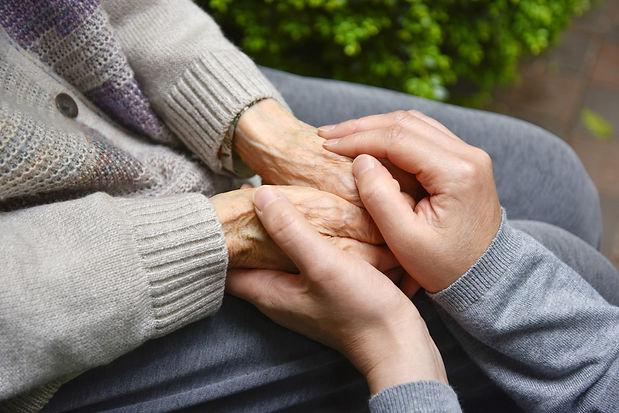 手を握る.jpg