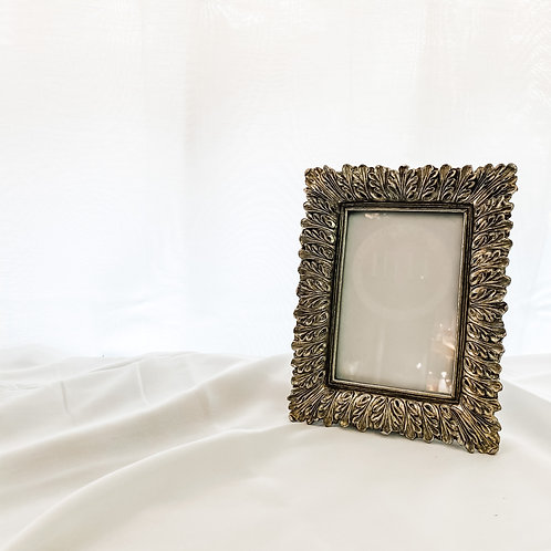 Antiqued Feather Effect Style Photo Frame 4'6