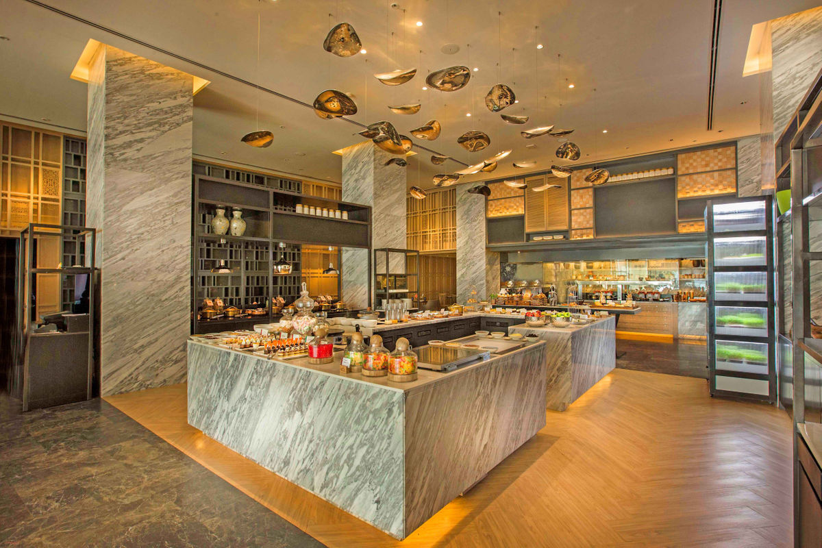 Renaissance by Marriott, Powai - Lake View Cafe