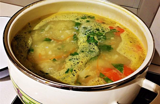 Суп из чечевицы с мангольдом