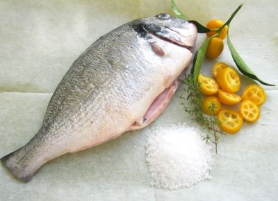 Рыба, запеченная на соли