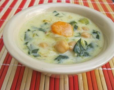 Суп с хумусом и мангольдом