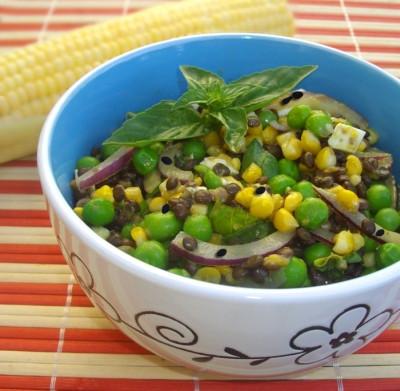 Салат из бобовых с кукурузой