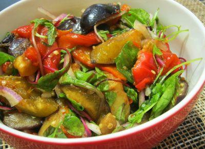 Салат с баклажанами и сливами
