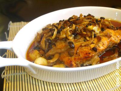 Рыба, запеченная с грибами шимеджи
