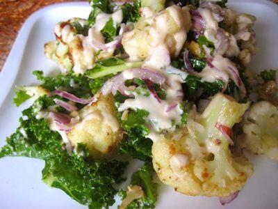 Салат из кейла и цветной капусты