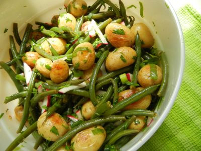 Салат из печеного картофеля со стручковой фасолью