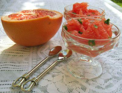 Розовый грейпфрут с мятой