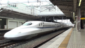 Trem bala na estaçnao de Toyohashi