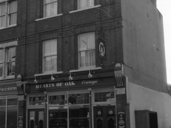 Lost pubs of Dock Street
