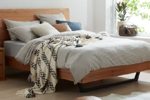 Solento Floating Timber Bed