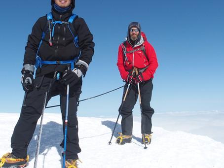 5 reasons not to go solo when climbing a mountain