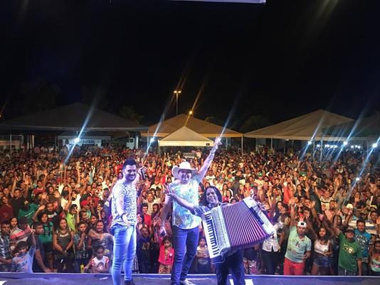 Mega Show com Os Meninos de Goiás, marca última noite da Festa Cultural 2017 de Bom Jesus do Tocanti