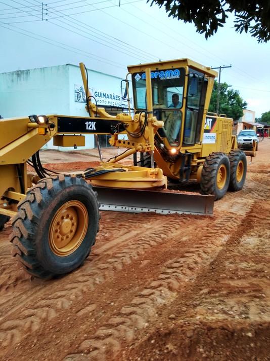 Prefeito assina ordem de serviço para início da pavimentação de vias do município