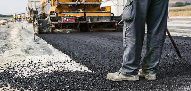 Prefeito Paulo Hernandes assina contrato para pavimentação de ruas do município