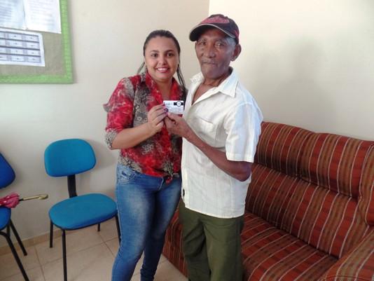 Secretaria de Assistência Social realiza entrega do Cartão do Idoso.