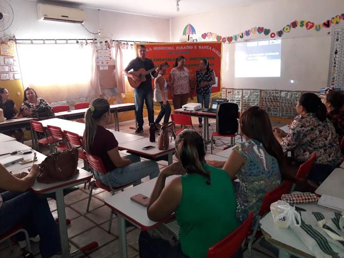 Educadores e Equipe da Secretaria de Educação implementam Documento Curricular
