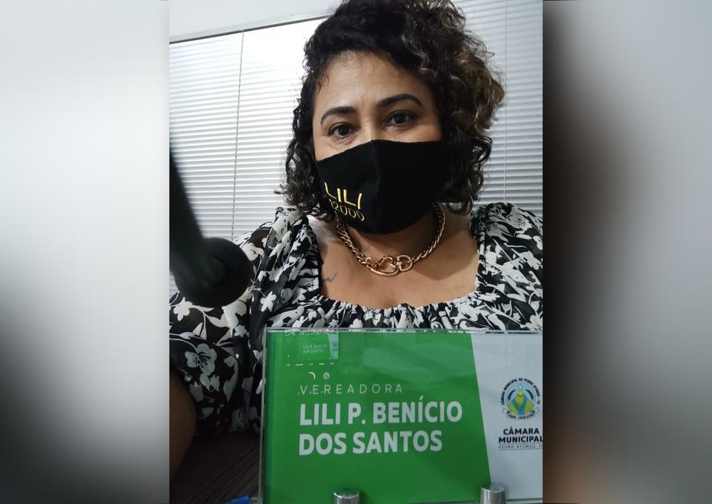 Vereadora Lili Benício apresenta indicação para instituir fornecimento de item de higiene à alunas