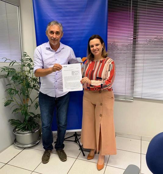 Prefeito Paulo Hernandes assina contrato de repasse para pavimentação asfáltica no município