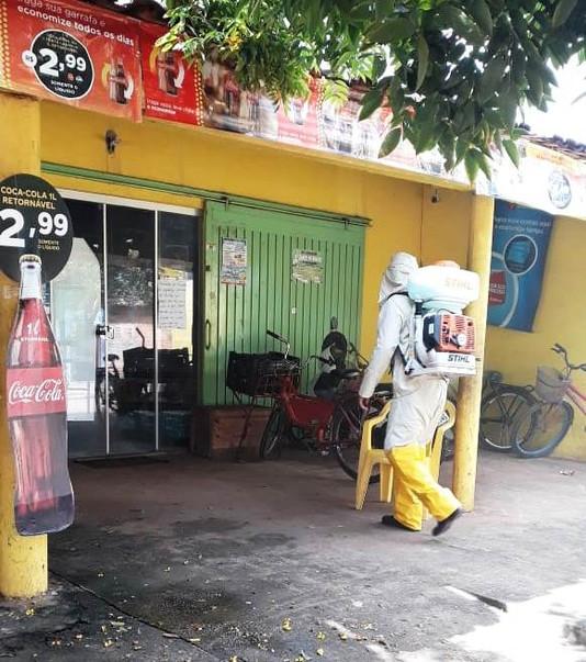 Contra o coronavírus, prefeitura executa a desinfecção nos comércios e locais públicos do município