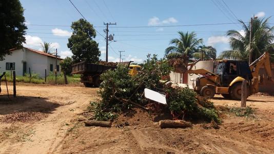 Prefeitura intensifica limpeza pública e manutenção de ruas e avenidas da cidade