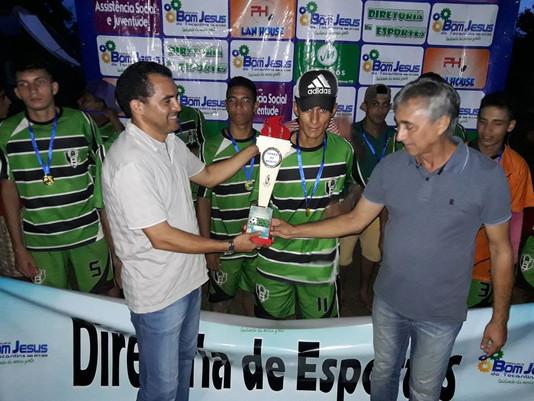 Equipe da escola municipal Santa Luzia foi a grande campeã da Copa Alto Alegre de Futebol, na zona r