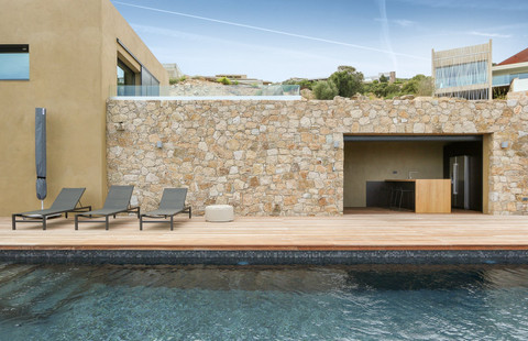 Aménagement d'un pool house villa calvi
