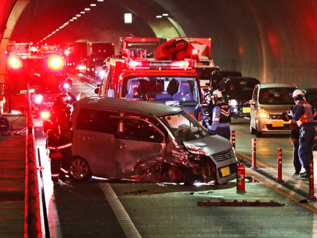 大吹トンネルで事故 熊野尾鷲道路  運転手命に別状なし