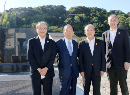 熊野川河口大橋の記念碑完成 関係者一同で記念式典